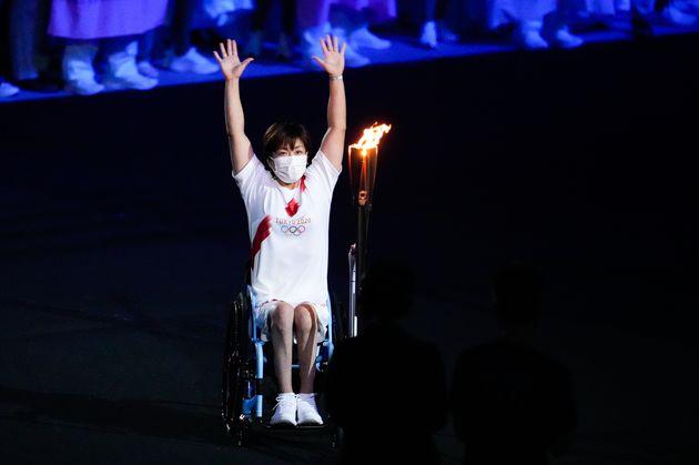 聖火を運ぶ土田和歌子選手