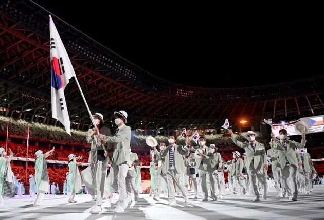대한민국 올림픽 국가대표팀 기수 김연경·황선우 선수가 도쿄 2020 올림픽 개막식에서 팀을 이끌고 나오고