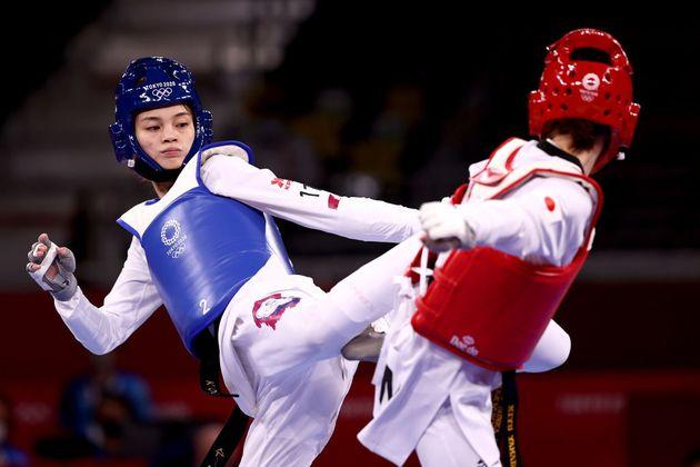 La taekwondista Su Po-Ya, ante su rival Yamada en los Juegos de Tokio