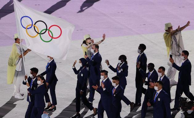 일본 도쿄 국립경기장에서 열린 2020 도쿄올림픽 개막식에서 난민팀이 입장하고