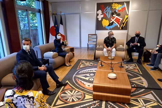 Au Japon le 23 juillet 2021, Emmanuel Macron a rencontré plusieurs célèbres auteurs de mangas dont Katsuhiro...