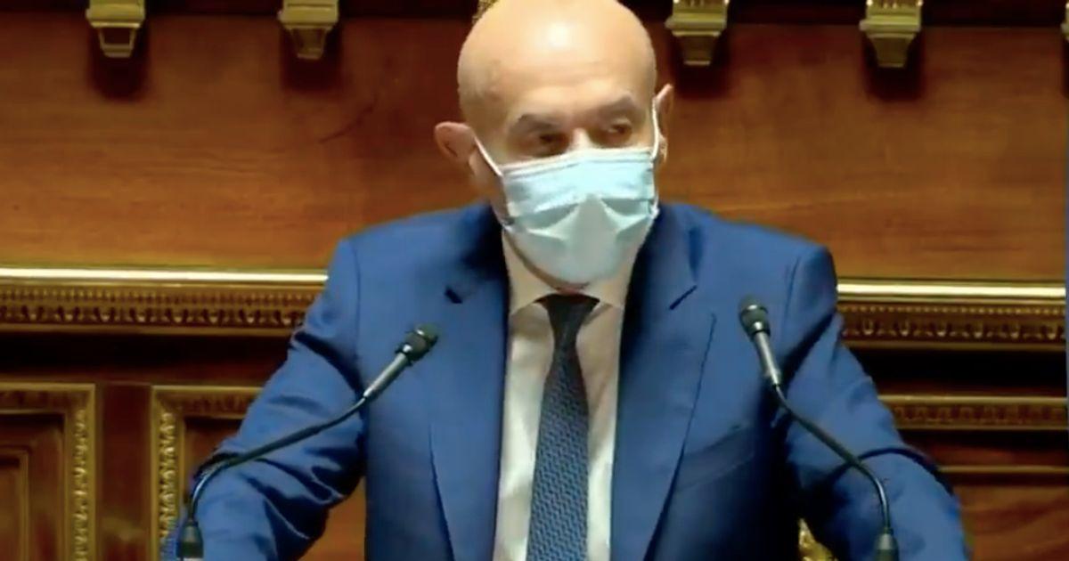 """""""De Socrate à l'agora à Francis Lalanne sur Facebook"""": ce sénateur n'a pas manqué d'ironie contre les antivax"""