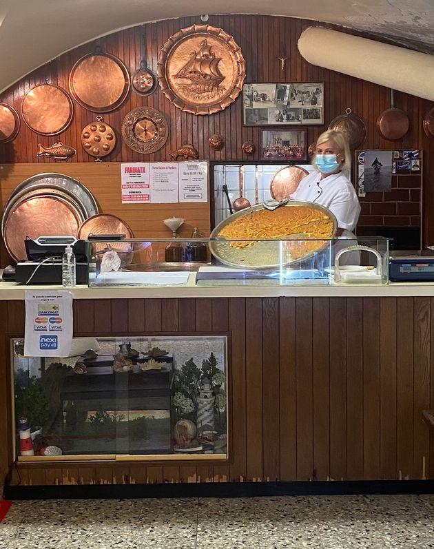 Anna nel suo negozio a Pietra Ligure