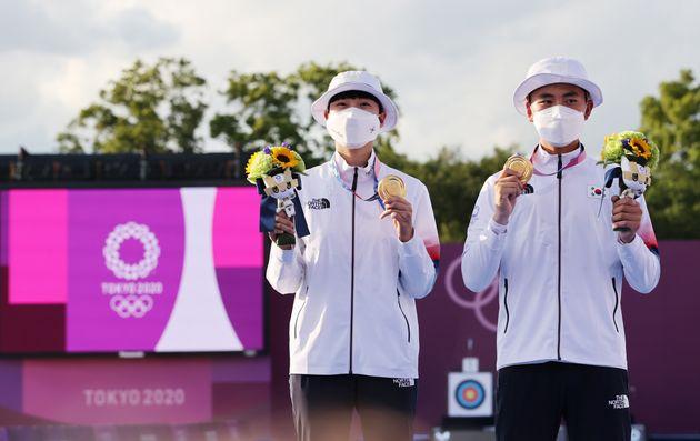 도쿄올림픽 혼성단체 결승전에서 금메달을 획득한 안산과