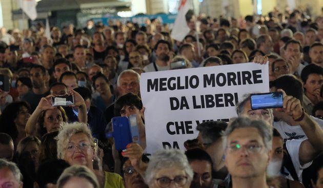 No Vax in piazza contro il green pass, manifestazioni in 80
