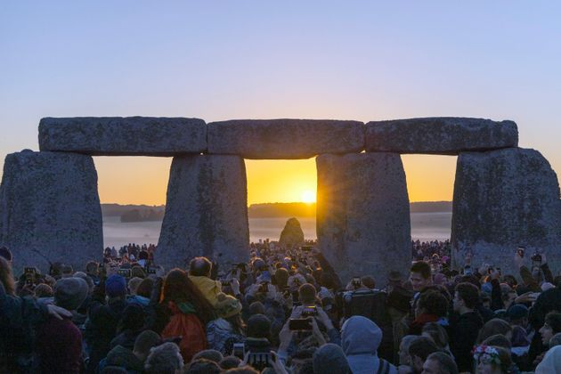 21st JUNE 2019 - SALISBURY, UK - Crowds gather to watch the 2019 summer solstice sunrise at the ancient...