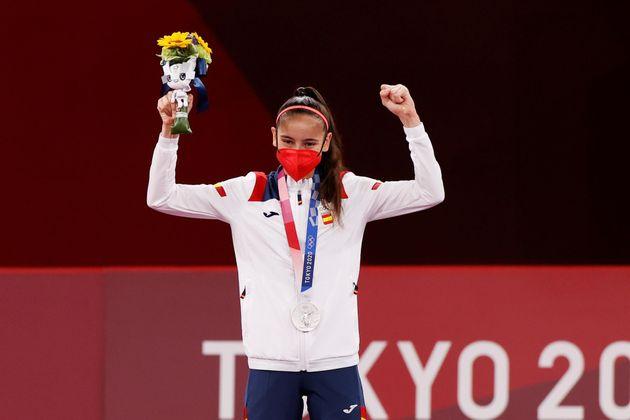 Adriana Cerezo celebra la medalla de