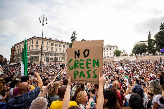 24/07/2021 Roma,Manifestazione contro il Green Pass e l'obbligo