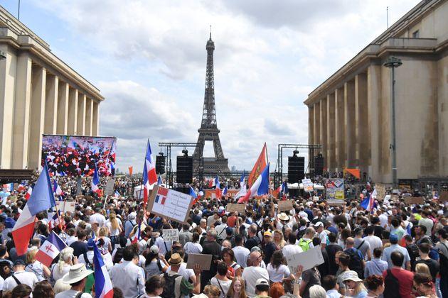 Más de 160.000 negacionistas se manifiestan en varias ciudades de Francia convocados por la