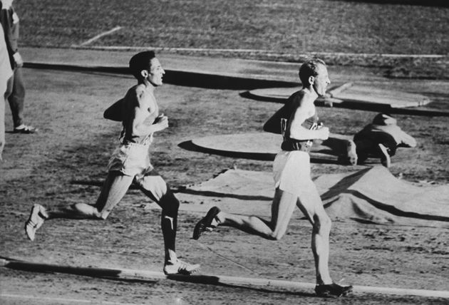 UNSPECIFIED - JANUARY 01: Helsinki Olimpic Games, Czech Emil Zatopek Before The French Alain Mimoun In The 10 000 Metres Race On 1952 (Photo by Keystone-France/Gamma-Keystone via Getty Images)