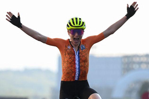 Aux Jeux olympiques de Tokyo, la Néerlandaise Annemiek van Vleuten a cru avoir remporté la course cycliste...