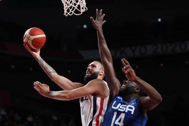 Evan Fournier (à gauche) et l'équipe de France de basket ont été monumentaux face aux États-Unis, parvenant...