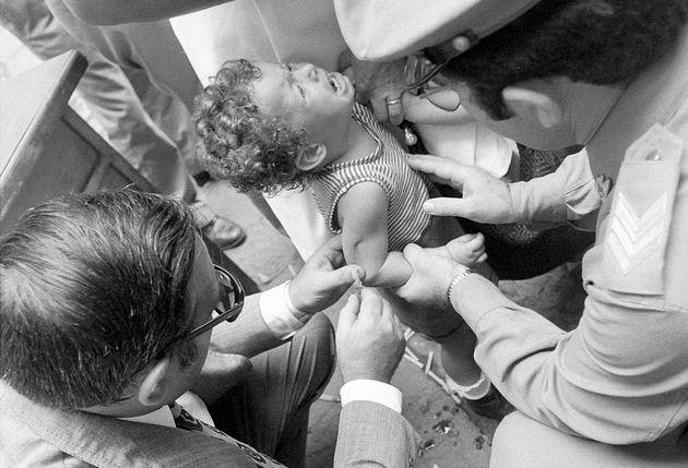 Vaccinazioni per l'epidemia di colera a Napoli nel 1973