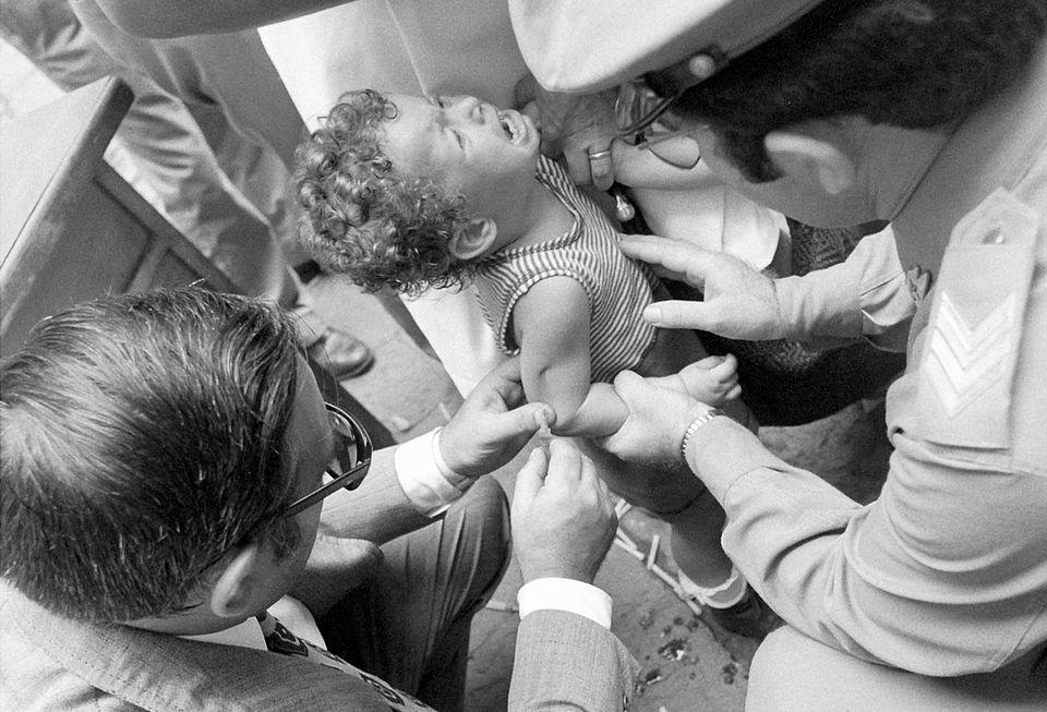 Vaccinazioni per l'epidemia di colera a Napoli nel