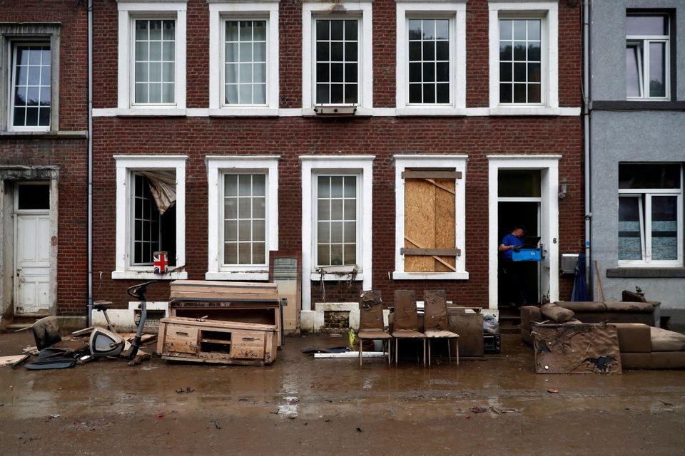 Βέλγιο: Ορμητικοί χείμαρροι παρέσυραν αυτοκίνητα και πεζοδρόμια στην πόλη