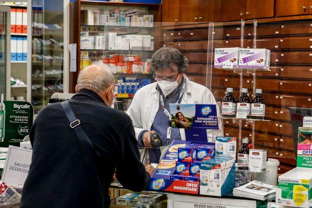 L'interno di una farmacia, Roma 19 novembre 2020. ANSA / FABIO