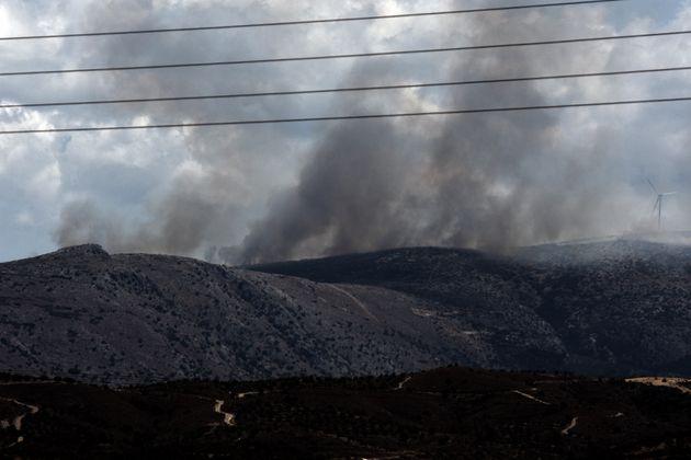 Ναύπλιο: Σε εξέλιξη η φωτιά στην περιοχή Αραχναίο - Εκκενώθηκε η κοινότητα