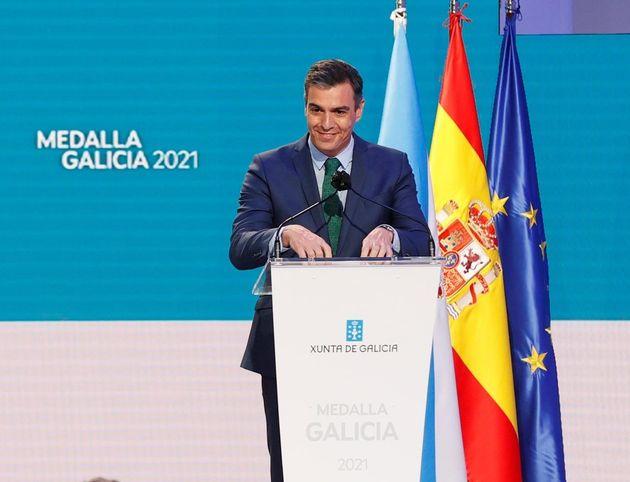 Pedro Sánchez durante la ceremonia de entrega de la Medalla de Galicia este domingo en Santiago de