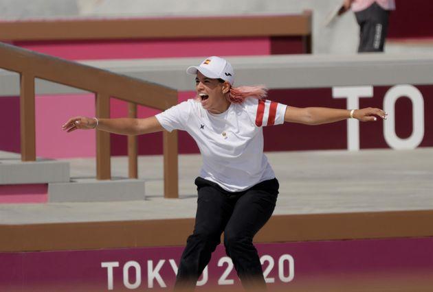 Andrea Benítez durante las rondas preliminares del street femenino de skateboarding en los Juegos Olímpicos