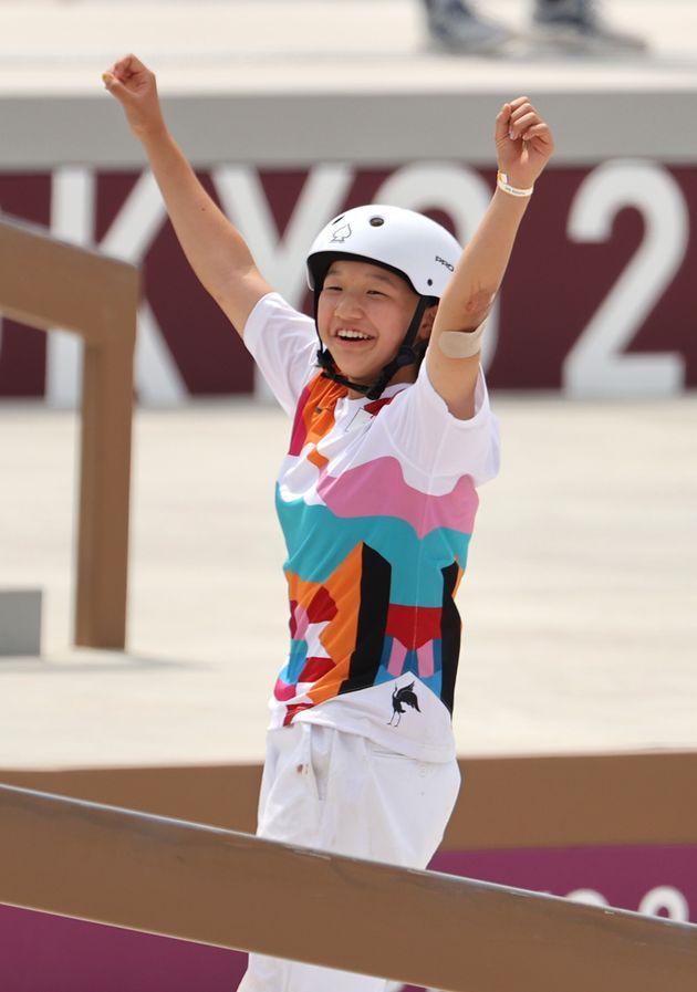 スケートボード女子ストリート決勝、ガッツポーズする西矢椛選手=7月26日