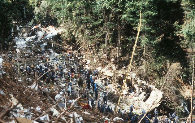 機体の残骸が散乱する日航ジャンボ機の墜落事故現場(群馬・上野村の御巣鷹の尾根)=1985年8月15日撮影