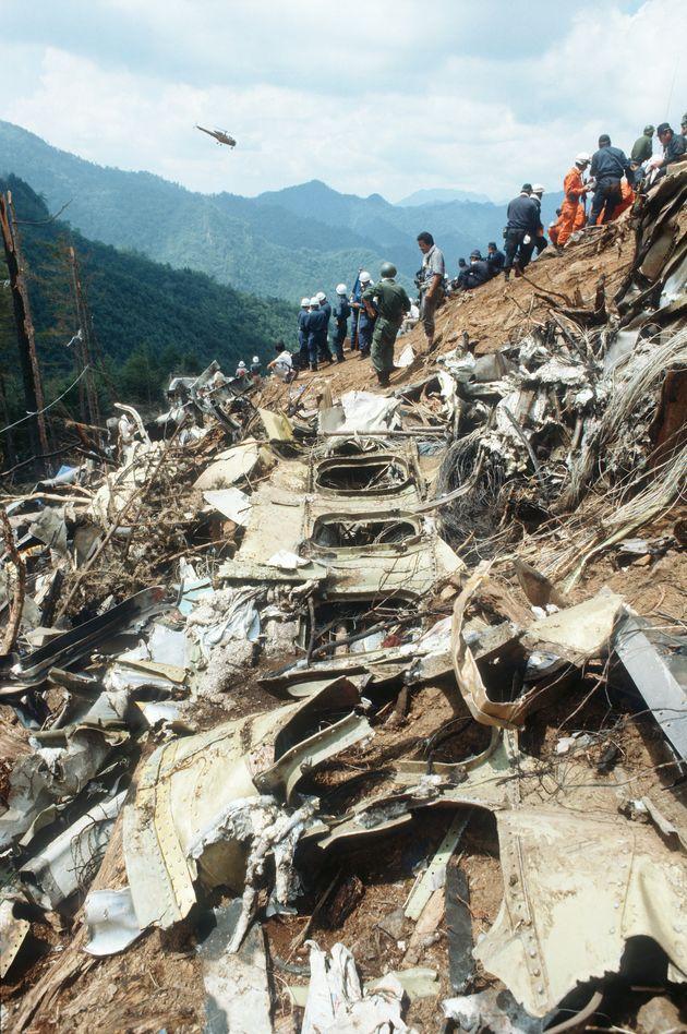墜落現場に散乱する機体胴体部分の残骸(群馬・上野村の御巣鷹の尾根)