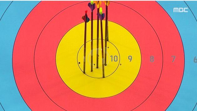 결승전 2세트에서 6발 모두 10점을 맞춰 60점 만점을 만들어낸 남자 양궁