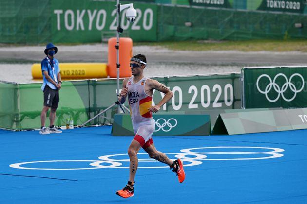 Mario Mola intenta remontar en el tramo de carrera del