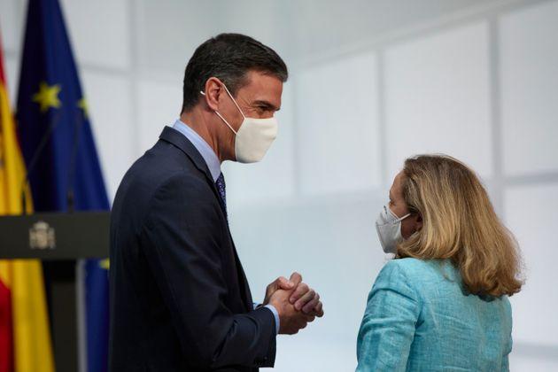 El presidente del Gobierno Pedro Sánchez, y la vicepresidenta primera, Nadia