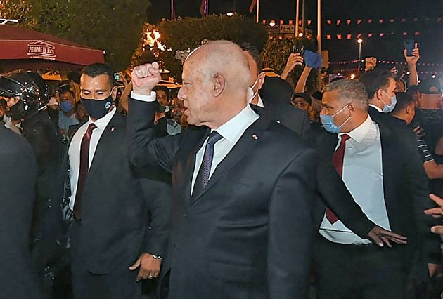 Une photo du président tuniisien Kais Saied devant ses partisan, le 26 juillet 2021 à
