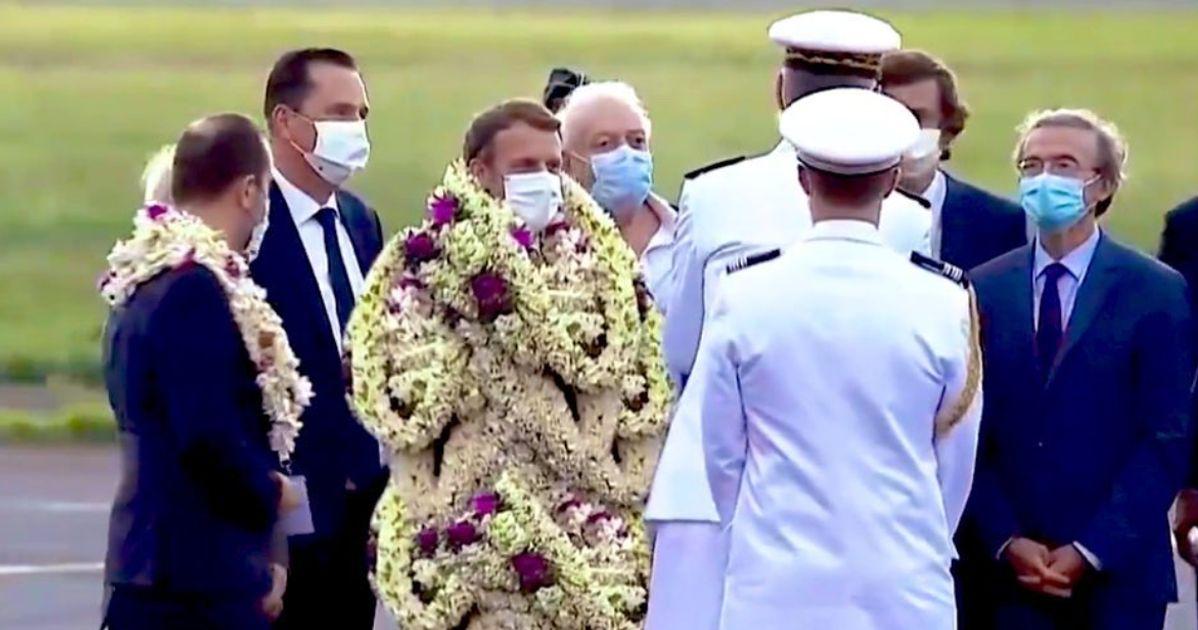 Macron enseveli de fleurs en Polynésie? Des journalistes étrangers dupés par ce détournement