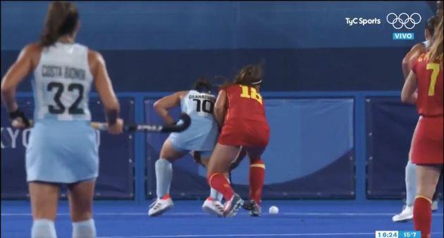 Un momento del partido entre España y