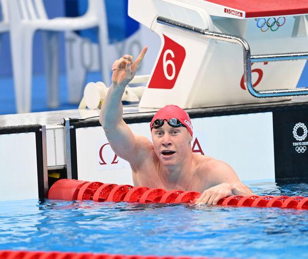 Tom celebrates winning gold at Tokyo Aquatics