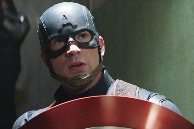 Chris Evans en el papel de Capitán