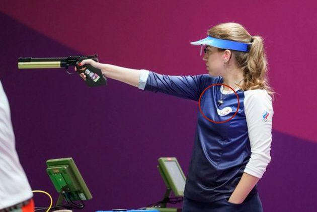 Vitalina Batsarashkina en la prueba de tiro con pistola este domingo en los Juegos Olímpicos de Tokio...