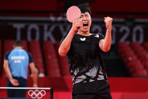 Jeoung Young-Sik, de Corea del Sur, durante un partido de los Juegos Olímpicos de Tokio 2020....