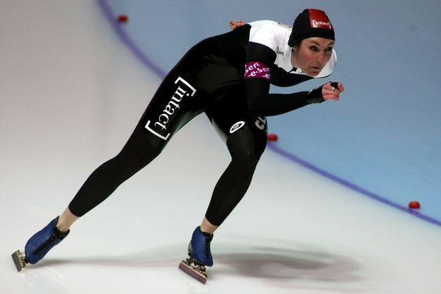 東京五輪でカナダの放送局のレポーターを務めているアナスタシア・バクシスさんはスピードスケートの元選手。五輪にも2度出場経験がある