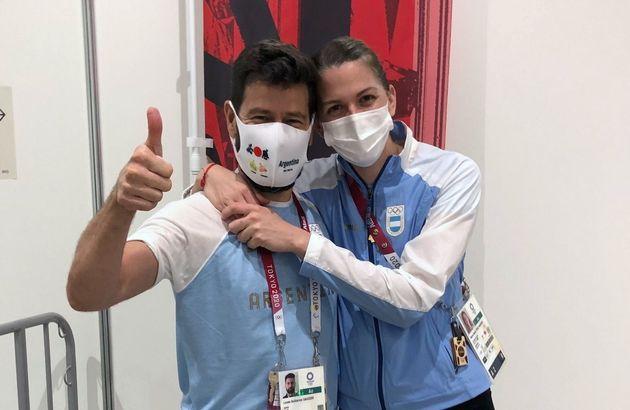 フェンシング女子のアルゼンチン代表マリアベレン・ペレスマウリス選手(右)と婚約者となったコーチのルカス・サウセドさん