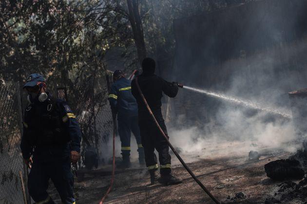 Πυρκαγιά στην Σταμάτα Αττικής, Τρίτη 27 Ιουλίου 2021. (EUROKINISSI/ΒΑΣΙΛΗΣ ΡΕΜΠΑΠΗΣ)