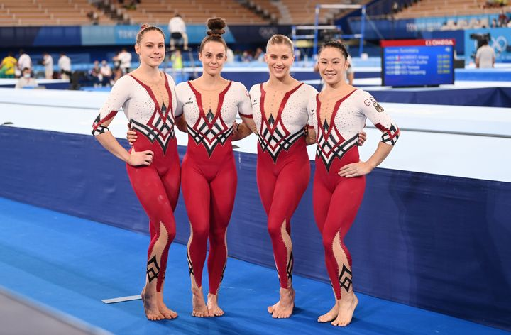 Sarah Voss (l-r), Pauline Schäfer, Elisabeth Seitz and Kim Bui from Germany stand together after the competition.