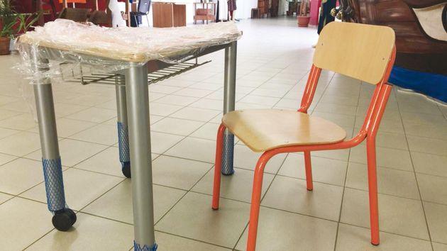 CS - Banchi a rotelle da sistemare in una scuola