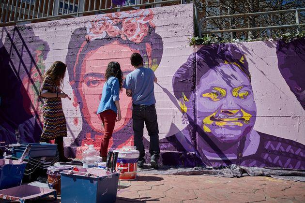 Unlogic Crew reproduce el mural feminista de Ciudad Lineal en Getafe, el pasado 14 de