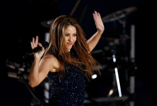 Shakira, con las manos arriba en un