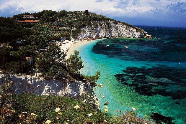 Un autentico paradiso naturale: le bellezze dell'Arcipelago Toscano nella Guida di