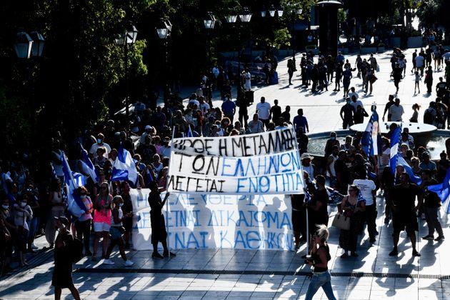 Αντιεμβολιαστές στην Ελλάδα: Ανδρες 17-44 ετών, που δεν φοβούνται τον