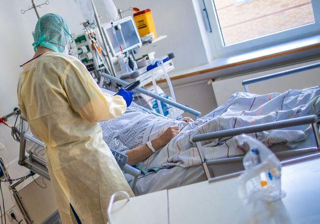 23 November 2020, Mecklenburg-Western Pomerania, Greifswald: Nurses and nursing staff work in the specially...