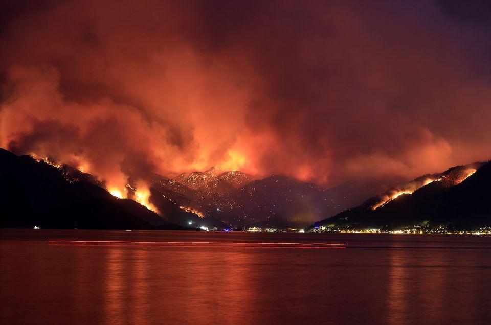 Μαίνονται οι πυρκαγιές στην Τουρκία σε δασικές και δημοφιλείς τουριστικές περιοχές - Τέσσερις