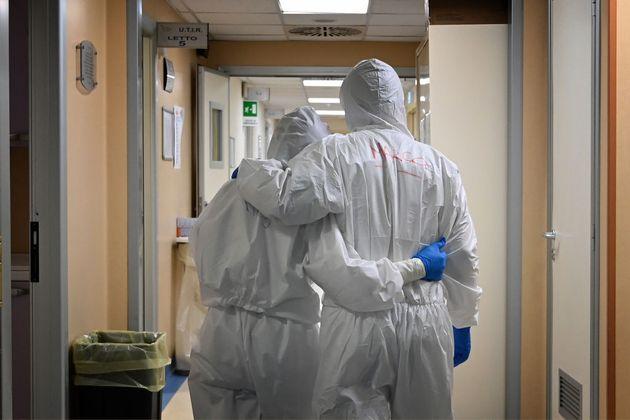 Infermiere si sfoga contro i No Vax, azione