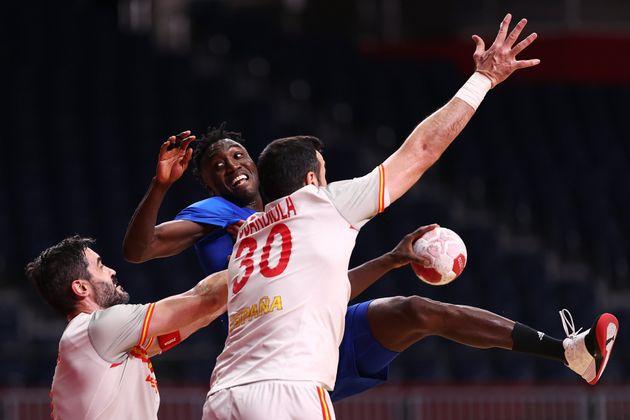 La selección masculina de balonmano encaja contra Francia su primera derrota en los