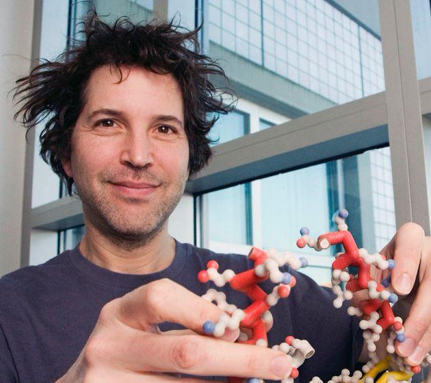 FIGURA 2:David Baker, Professore di Biochimica alla Washington University e Direttore del Institute...